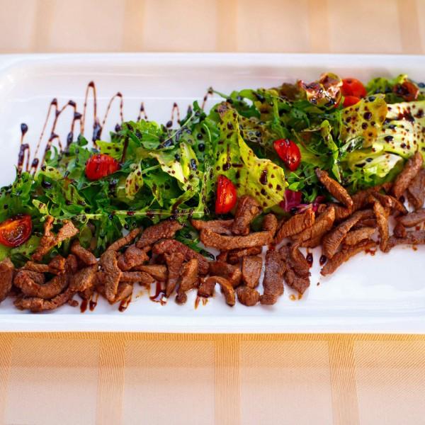 Теплый салат из говядины «Ла Коррида»